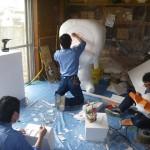 福生七夕まつり壁面飾り 社員制作風景 発泡スチロール削ってます