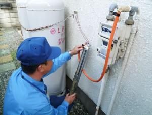 定期調査 ガス漏れの検査をしています